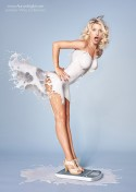 Đẹp mê hồn những bộ váy chất lỏng từ nhiếp ảnh gia Jaroslav