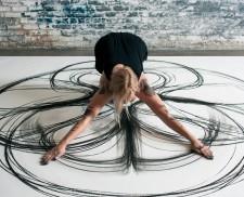 Heather Hansen – nghệ thuật đặc sắc từ than chì và nghệ thuật trình diễn