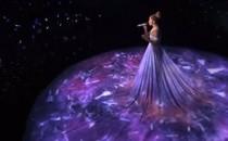 Kĩ thuật 3D mapping biến bộ váy của Jennifer Lopez thành màn chiếu trên sân khấu