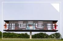 Ngôi nhà hiện đại có thể xoay và nghiêng