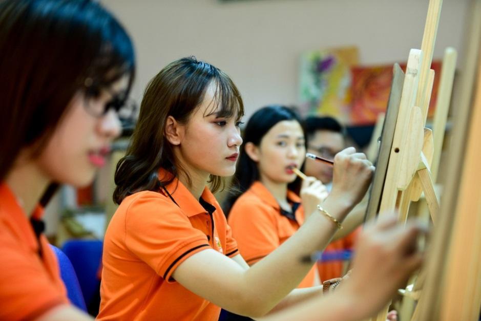 rgb_fpt_university_ly_do_chon_thiet_ke_doa_hoa