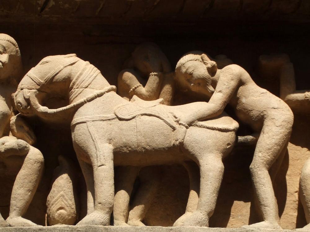 Kienthuc-Khajuharo-temple-07