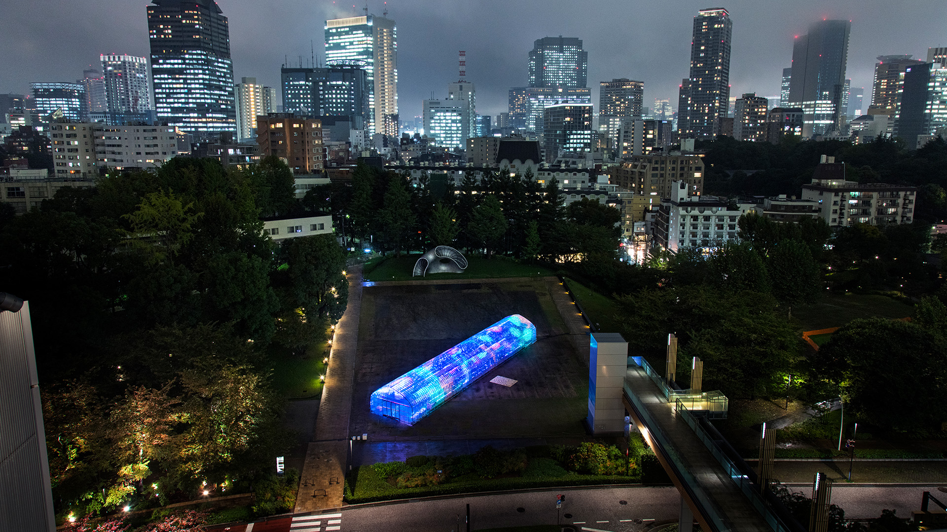 rgb_creative_ideas--digital-vegetable-japan-greenhouse-01