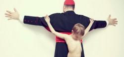 Bộ ảnh ấn tượng mạnh về bạo hành trẻ em của nghệ sĩ Erik Ravelo