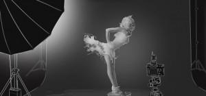 Hậu trường: Những công đoạn tạo nên bộ ảnh váy chất lỏng của Jaroslav