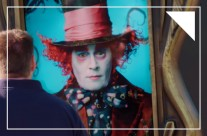 Poster tương tác độc đáo quảng bá phim Alice Ở Xứ Sở Trong Gương