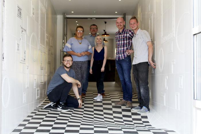 wavy-floor-optical-illusion-casa-ceramica-59dddd404ebdc__700