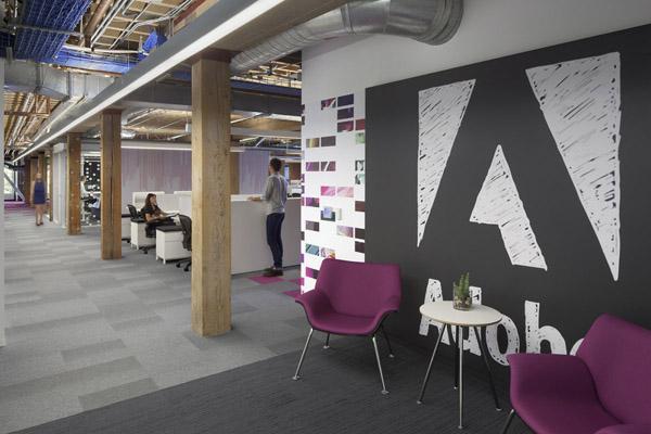 -- Khá nhiều tác phẩm trang trí lấy cảm hứng đồ họa từ logo Adobe ở khắp các khu vực.